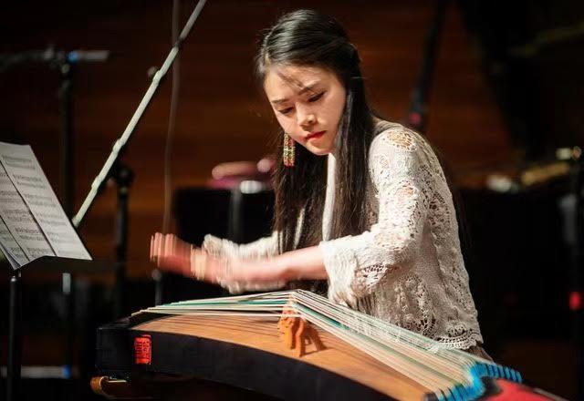 Jing Xia on the Broadside